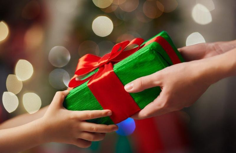 Dinner & Christmas Gift Exchange (Yankee Swap)