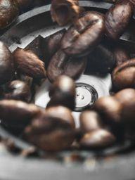 Kávomlýnek DeLonghi DEDICA KG521M stříbrný