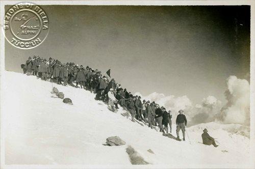 La cerimonia sulla cima del Monte Rosso