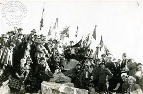 La cerimonia sulla vetta del Monte Bo
