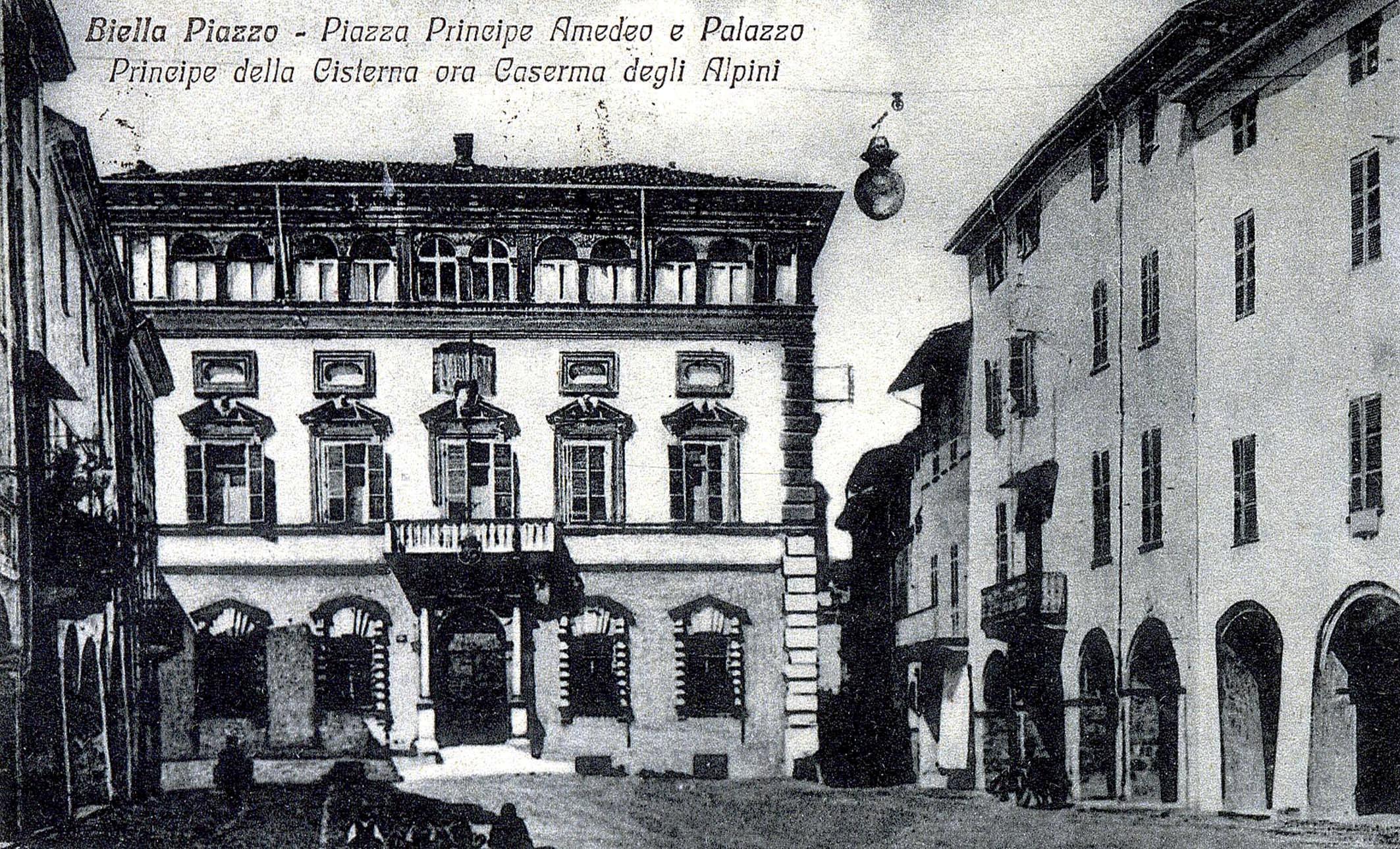 """Palazzo Dal Pozzo della Cisterna al Piazzo, una delle due caserme - la """"Principe Amedeo"""" - del Battaglione """"Levanna"""" a Biella"""