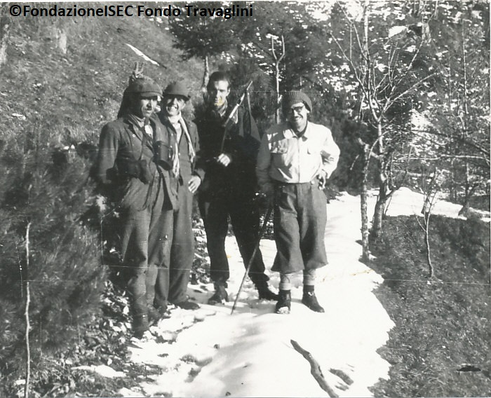 Carlo Travaglini (primo da destra) con tre dei suoi uomini dell'89ª Brigata Garibaldi Alpi Grigne.