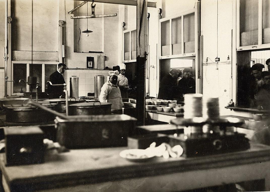 Cucina della Ercole Marelli, anni Trenta, Sesto San Giovanni. Archivio storico Ercole Marelli.