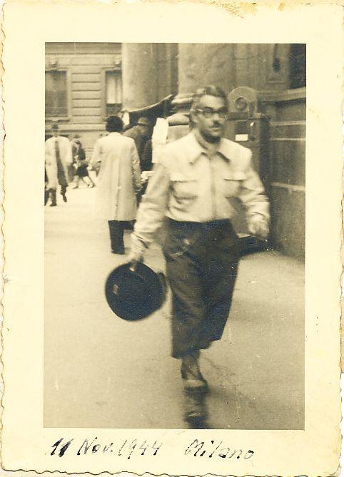 Carlo Travaglini, su cui pende una condanna a morte, si reca all'hotel Regina di Milano, quartier generale delle SS, per cercare informazioni su Roberto Lepetit, 1944