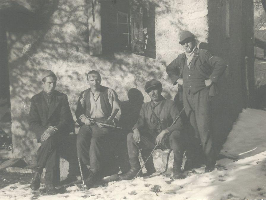 Alcuni dei partigiani che fecero parte della formazione di Travaglini sulle Alpi Grigne, 1944