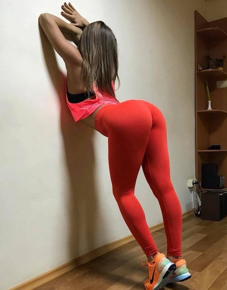 Огнях сексуальные телки в спортивном трико обои сосут стриптизера смотреть