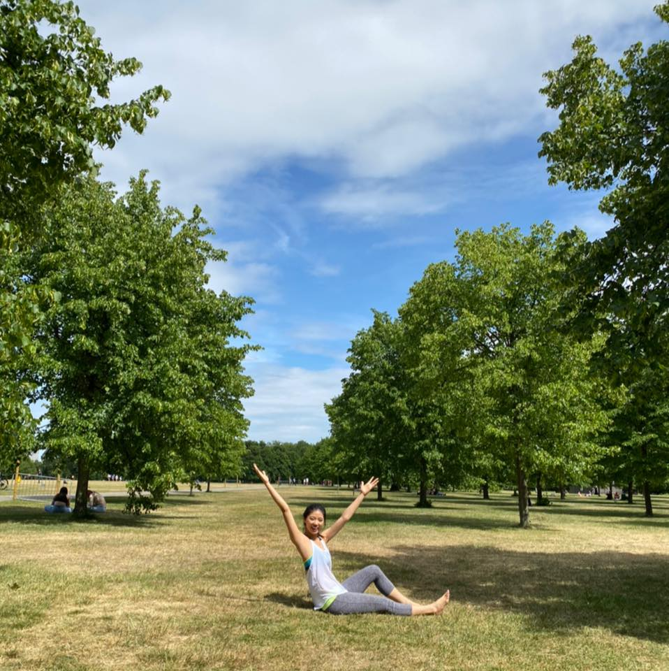 目前based 在英國倫敦,並在倫敦拿了皮拉提斯老師兩張執照。Mat Pilates( 墊上)及Reformer Pilates (機械床),同時靜修有關下背疼痛議題及相關運動。