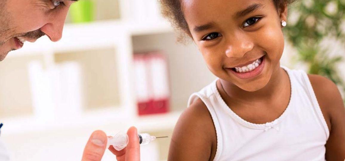 Quem precisa tomar a vacina Meningo B e como deve ser as doses?