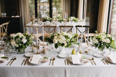 Medium arrangements lining table