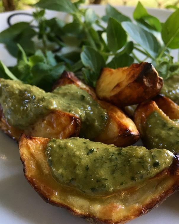 Batatas assadas no forno, com molho Pesto