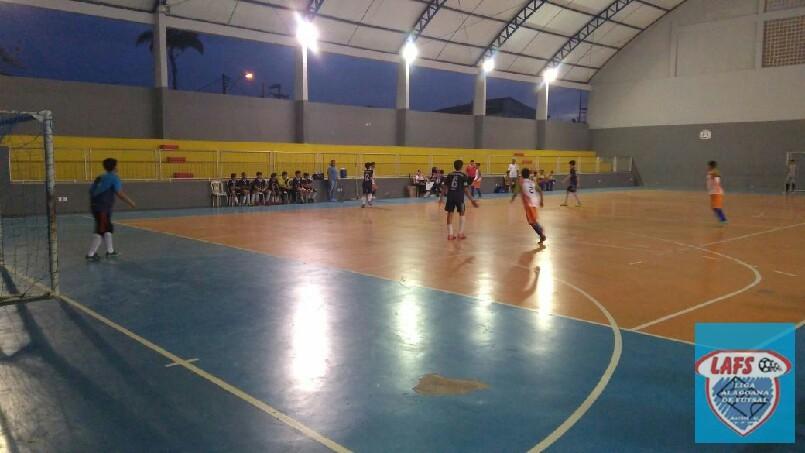 LIGA ALAGOANA DE FUTSAL  - jogo entre as equipes do Adventista  e Santíssima sub 13
