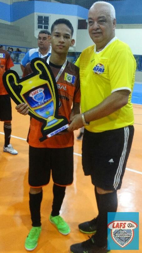 LIGA ALAGOANA DE FUTSAL  - entrega da premiação ao Capitão do Claudizete Lima  vice campeão do sub 17 -2018
