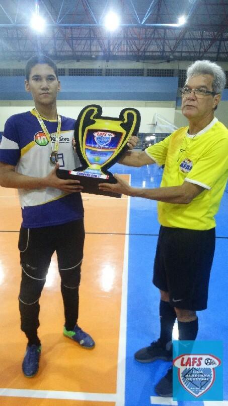 LIGA ALAGOANA DE FUTSAL  - entrega da premiação ao Capitão do Intensivo  campeão  sub 17