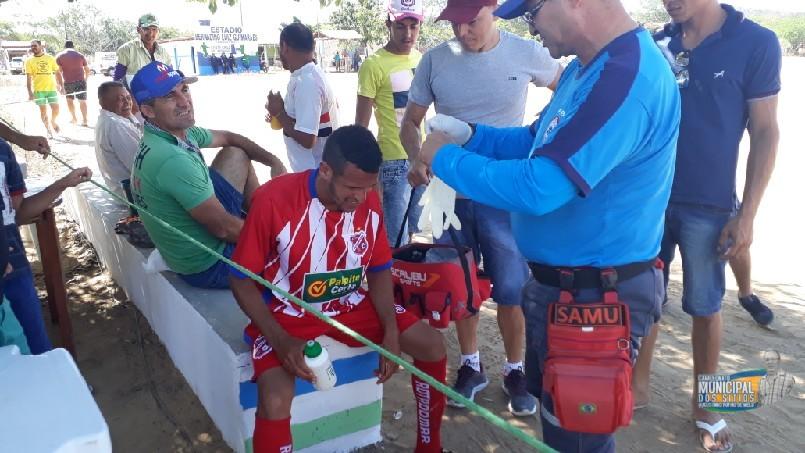 CAMPEONATO MUNICIPAL DE FUTEBOL DOS SÍTIOS AUGUSTINHO RUFINO DE MELO  - Atendimento ao jogador Bidiguinha da equipe do Juventude