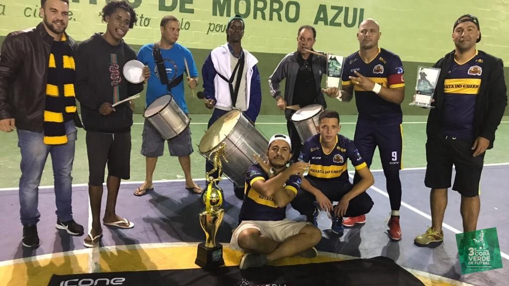 Copa Verde de Futsal 2019 - O Presidente do Burger Green, Felipe Green (à esquerda), festeja triunfo mais que desejado pela sua equipe!