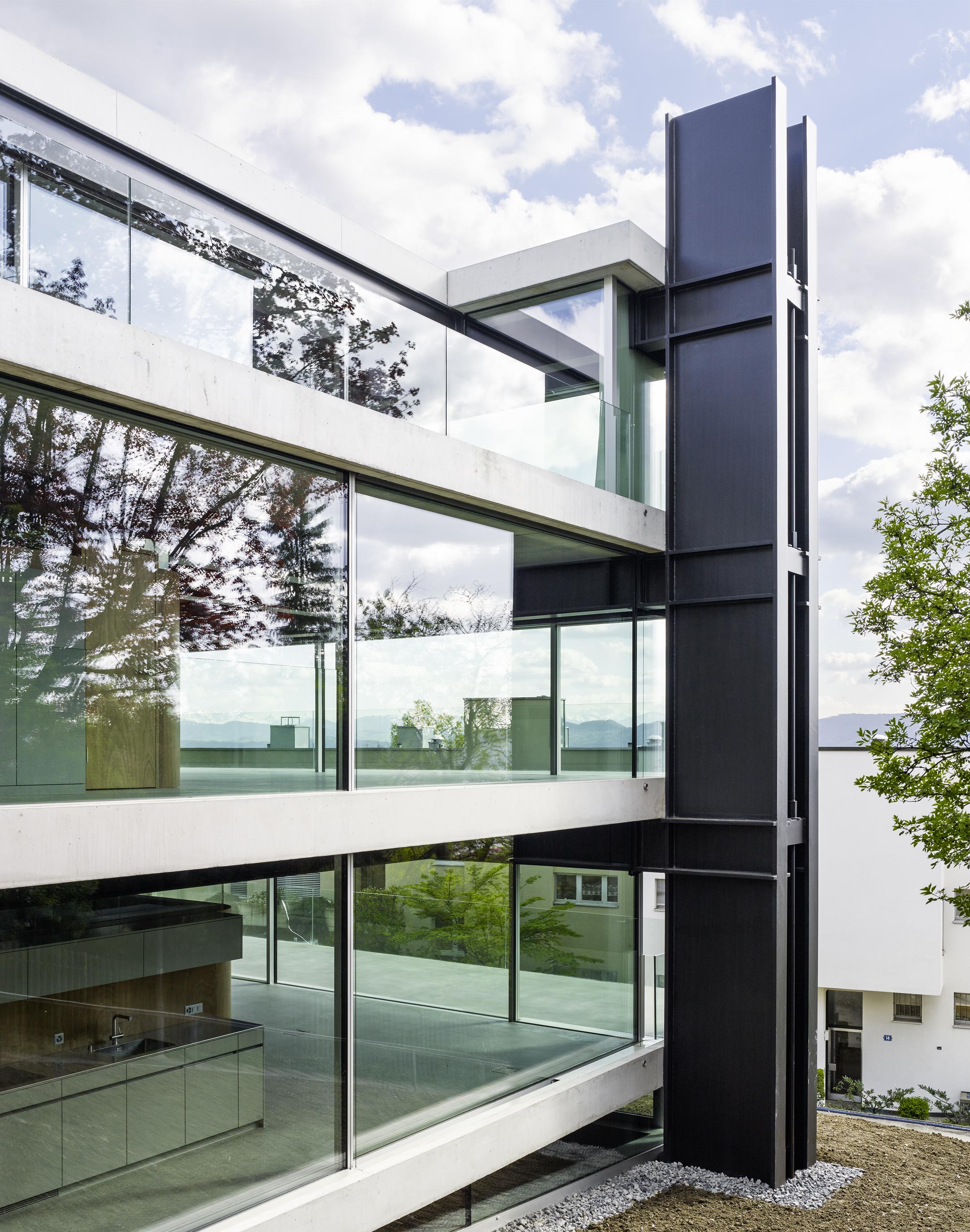 House with a Missing Column, Zurich, Switzerland, 2009 - 2014 Photographer: Georg Aerni