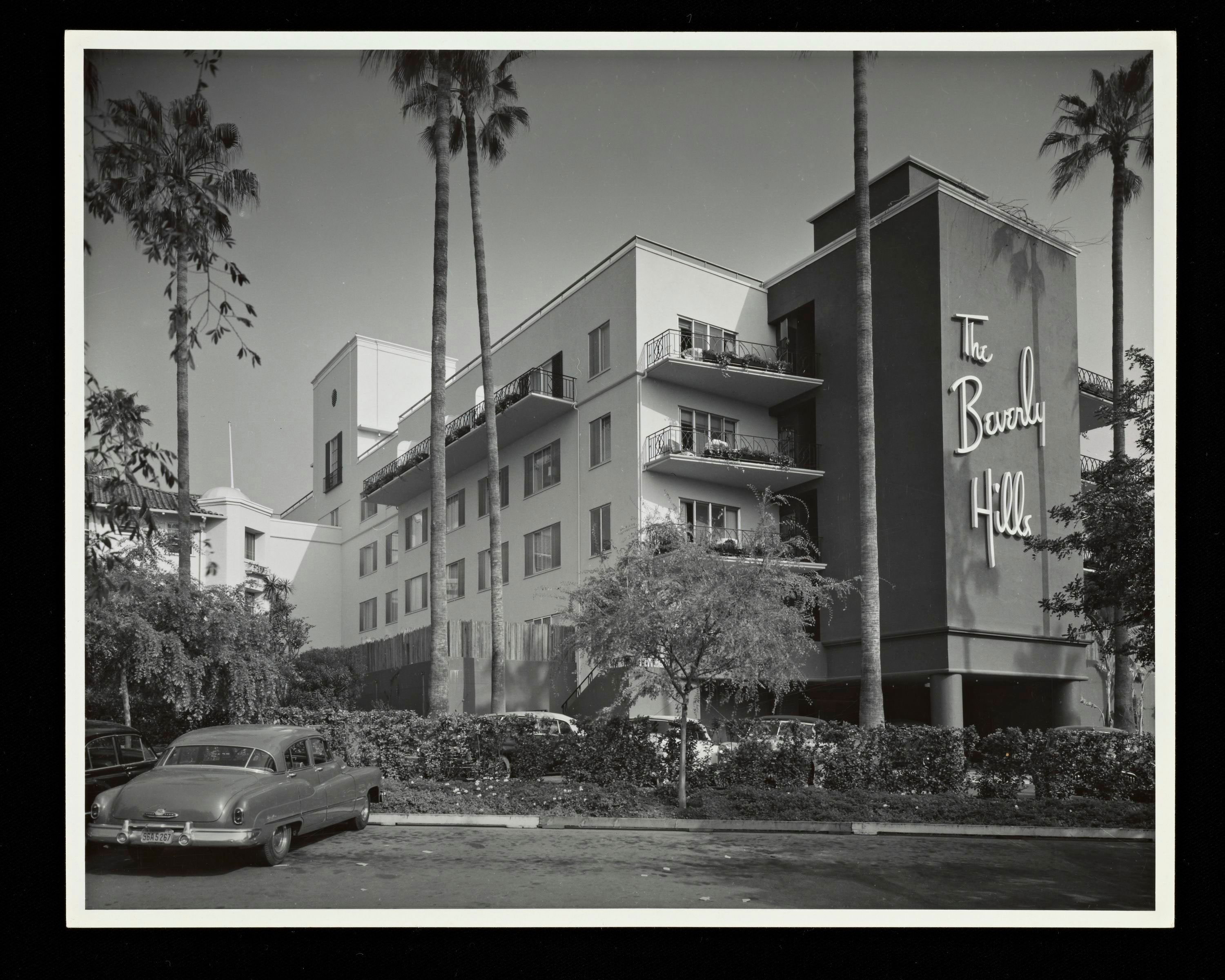 Beverly Hills Hotel Addition, Beverly Hills, Paul R. Williams architect, Built 1949-50, photography by Julius Shulman, 1950, Gelatin Silver Print, © J. Paul Getty Trust. Getty Research Institute, Los Angeles (2004.R.10)