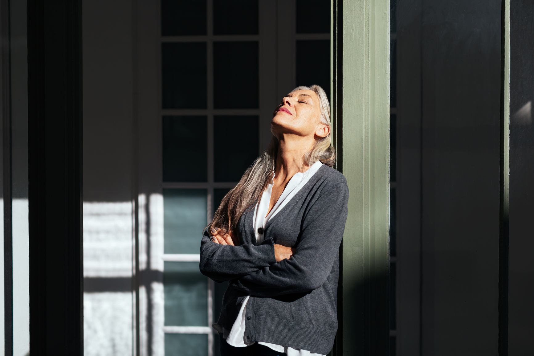 USC expert Kyle Konis's research found that being in a well-daylit space in the morning hours between 8 to 10 may help to reduce symptoms of depression and negative behaviors. (Photo/Stocksy)