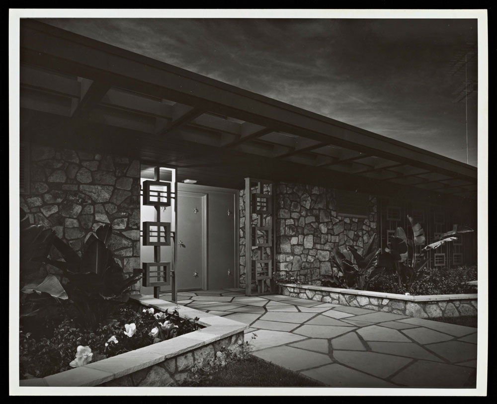 Lucille Ball and Desi Arnaz House, Palm Springs, Paul R. Williams architect, Built 1954-55, photography by Julius Shulman, 1955, Gelatin Silver Print, © J. Paul Getty Trust. Getty Research Institute, Los Angeles (2004.R.10)