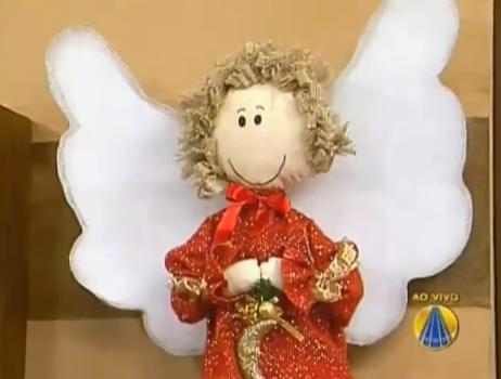 Artesã ensina confecção de anjo natalino de tecido