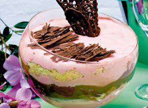 Pavê-mousse de morango com chocolate