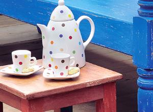 Jogo de xícaras e jarra com decalque