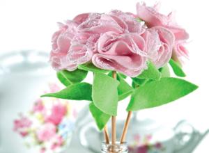 Flor de feltro e renda
