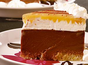 Torta espelhada de chocolate com cupuaçu