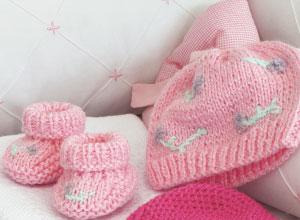 Sapatinho de tricô rosa