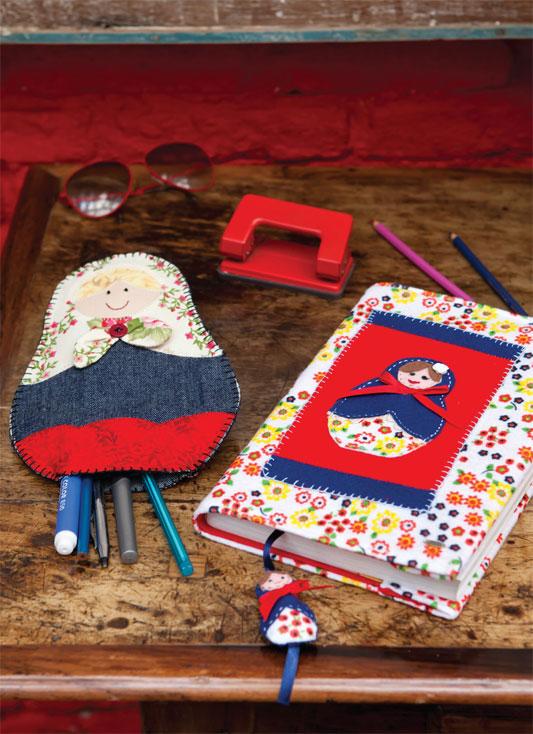 Capa de caderno com estampa de bonecas russas