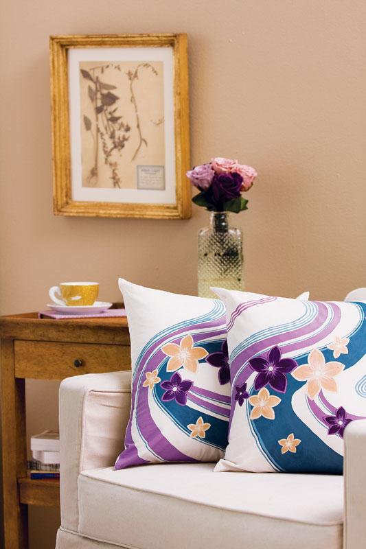 Almofadas com pintura floral
