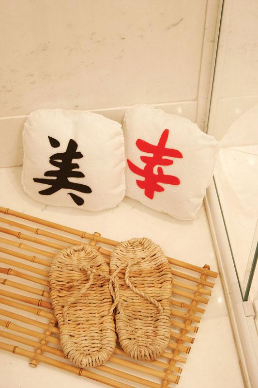 Almofadas com ideogramas japoneses