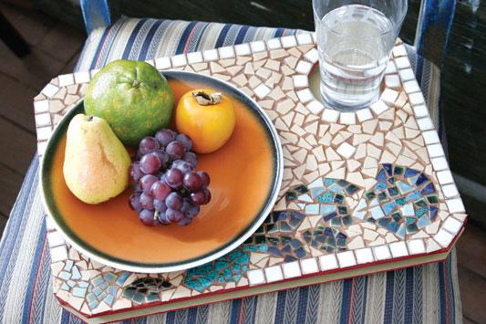 Bandeja de mosaico para café da manhã na cama