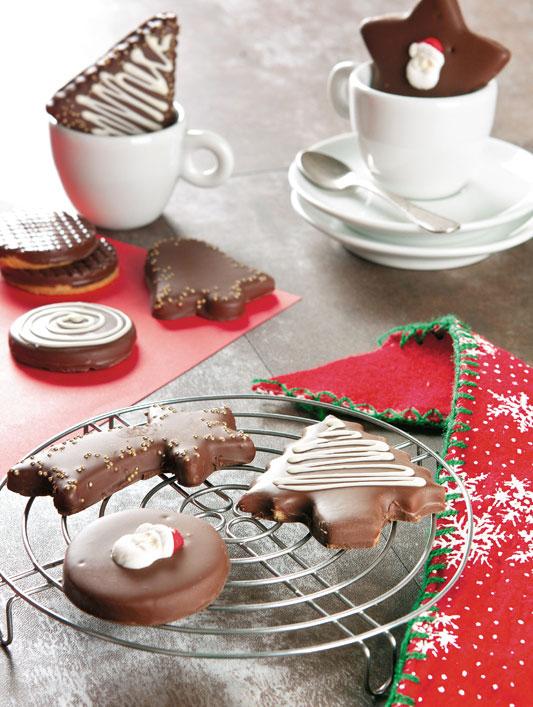 Biscoitos natalinos com cobertura de chocolate