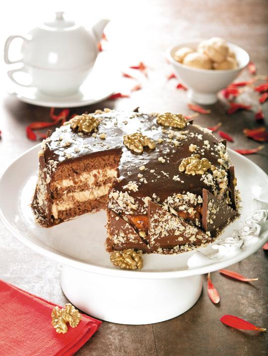 Bolo natalino de chocolate com nozes