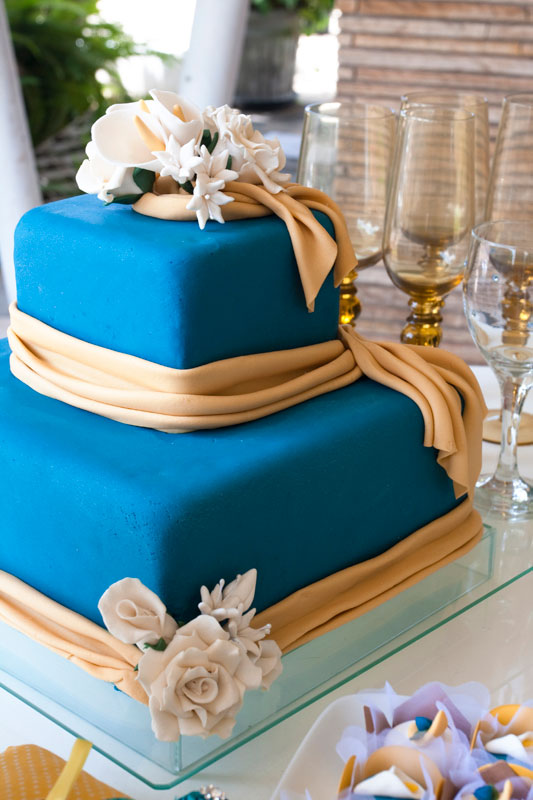 Bolo de casamento estilo floral com pasta americana