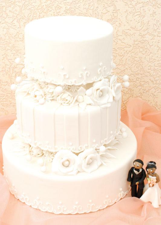 Bolo de casamento de coco e recheio de avelã