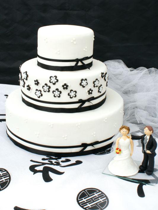 Bolo de casamento recheado com creme de nozes