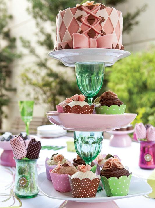 Bolo e cupcakes decorativos