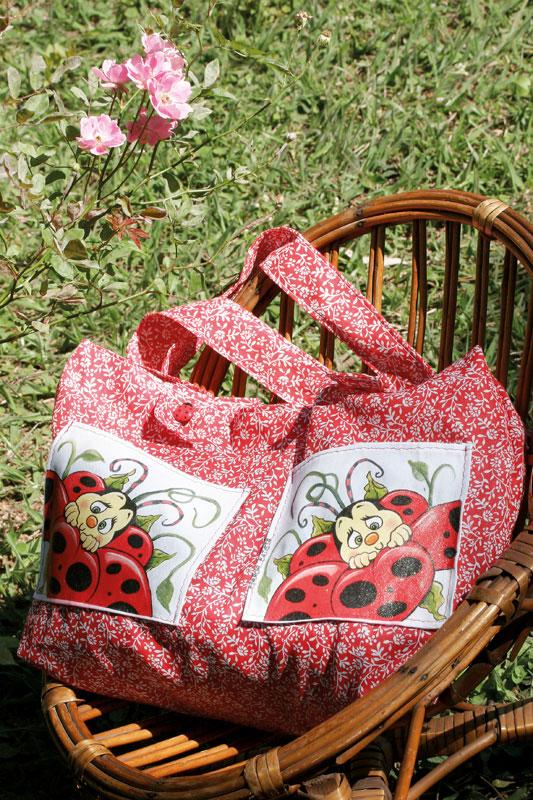 Bolsa de joaninha com découpage