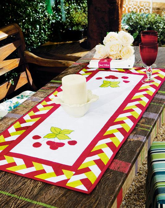 Trilho de mesa de patchwork com barrado em trança caipira