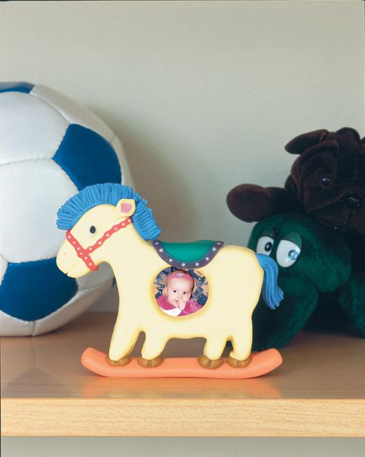Cavalinho porta-retratos de biscuit e placa de isopor