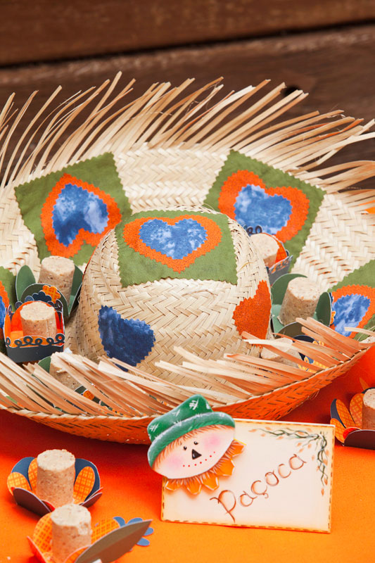 Chapéu-bandeja para Festa Junina