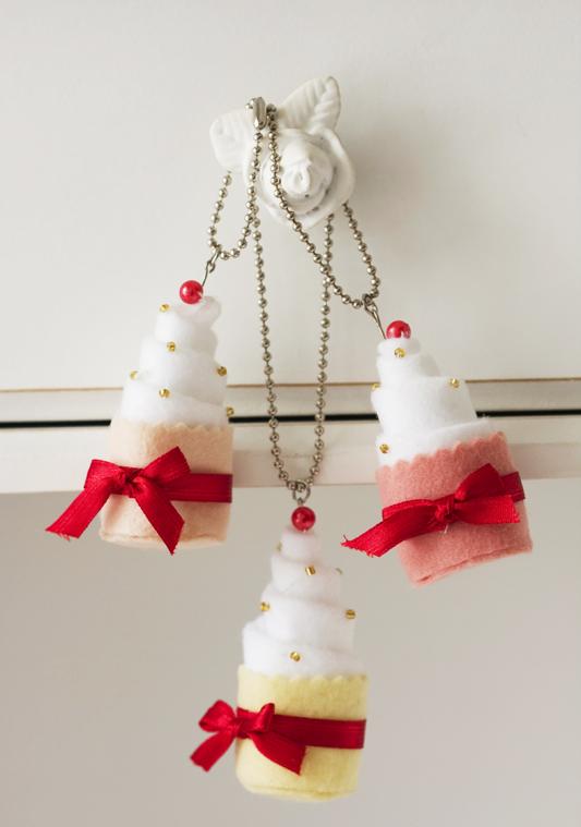 Patchwork faz chaveiro com lindos minicupcakes de feltro