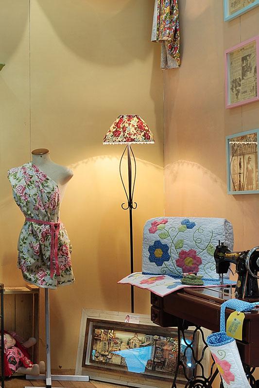 Cúpula de abajur reformulada com tecido estampado floral