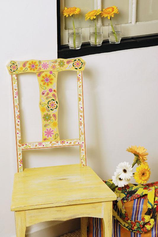 Découpage floral em cadeira