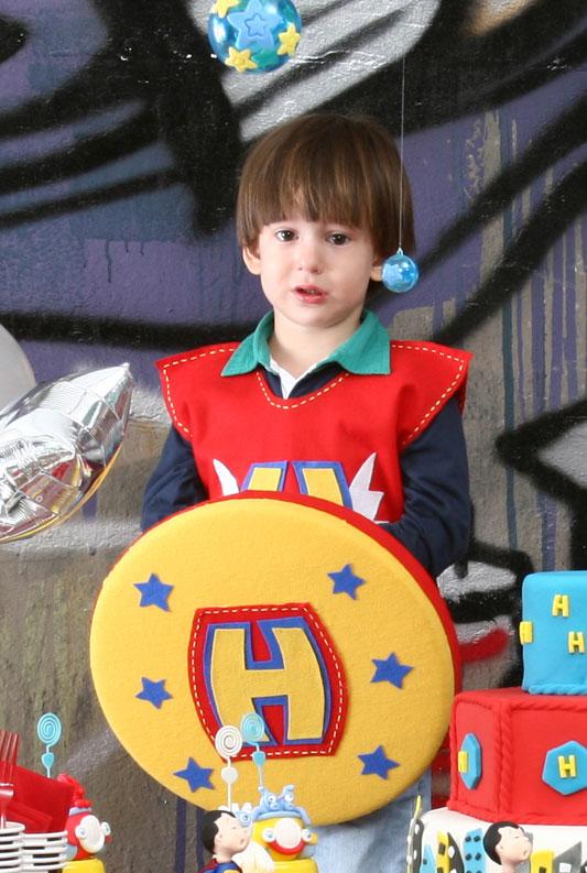 Escudo de feltro para super-herói