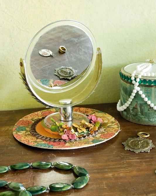 Espelho de mesa decorado com scrap