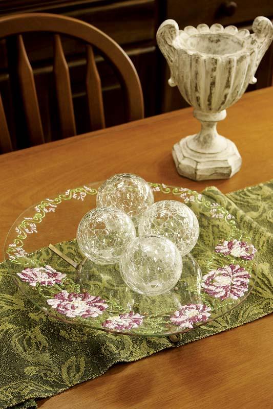 Pintura floral traz personalidade à fruteira de vidro