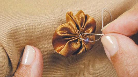 Fuxico de fita decorativa para trabalhos especiais